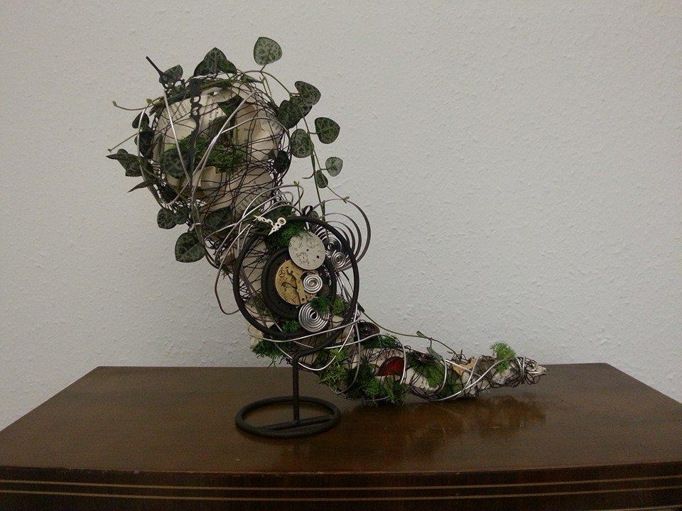 florale Objekte jeglicher Art aus Uhrenschmuckteilen